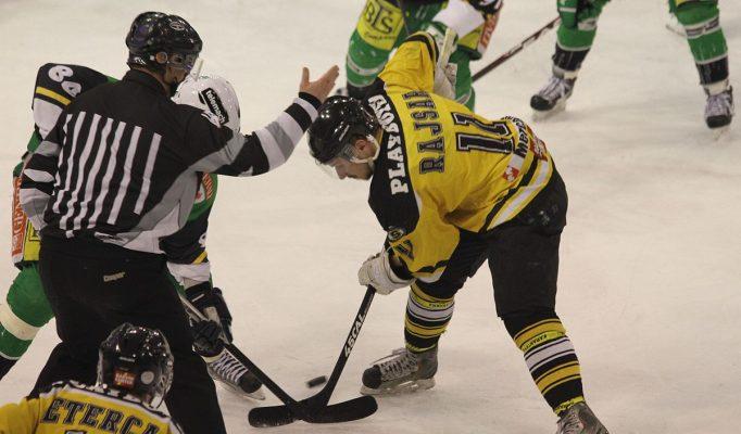 1200px-Ice_hockey_HDD_Olimpija_-_HK_Slavija_2013.jpg